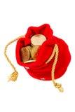 Roter Beutel mit Münzen Stockfoto