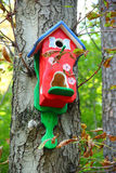 Roter Birdhouse Lizenzfreies Stockfoto