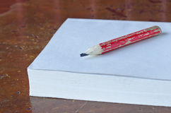 Roter Bleistift Stockfotografie