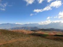 Roter Boden in YUNNAN, CHINA lizenzfreie stockbilder