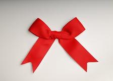 Roter Bogen auf dem Tisch stockfoto