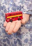 Roter britischer doppelter Plattformbus Lizenzfreie Stockfotografie