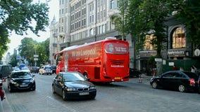 Roter Bus FC Liverpool am 23. Mai, Kiew, Ukraine, stock video