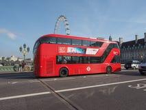 Roter Bus in London Stockbild