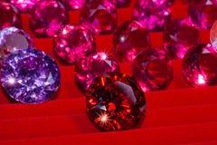 roter Diamant auf rotem Flanell lizenzfreies stockbild