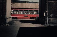 Roter Förderwagen lizenzfreie stockfotografie