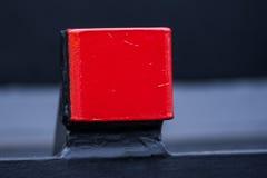 Roter Fackelstand - Frachtgüterzug - schwarze Autolastwagen - achsiger flacher Lastwagen neue 6 - Art: Sahmmn - Modell WW 604 A lizenzfreies stockfoto