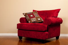 Roter Farbic Stuhl leer stockbild