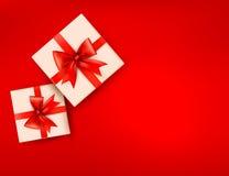 Roter Feiertagshintergrund mit Geschenkkästen illu Lizenzfreie Stockbilder