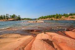 Roter Felsen an der georgischen Bucht Ontario Kanada Stockbilder