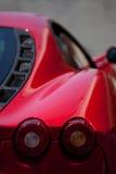 Roter Ferrari lizenzfreie stockfotografie