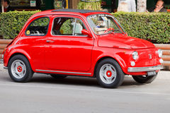 Roter Fiat 500 Lizenzfreies Stockbild
