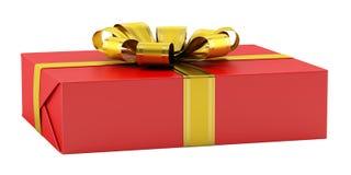 Roter Geschenkkasten mit dem goldenen Farbband getrennt auf Weiß Lizenzfreies Stockbild
