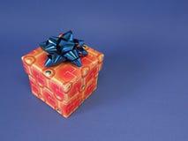 Roter Geschenkkasten und -farbband Lizenzfreie Stockfotografie