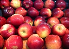 Roter glänzender Apfelhintergrund Stockfotografie