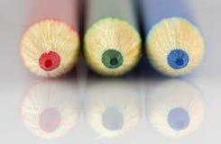 Roter grün-blauer Bleistiftmakroschuß Stockfoto
