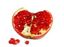 Roter Granatapfel auf weißem Hintergrund. Stockfotografie