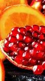 Roter Granatapfel und getrocknete orange Scheibe Lizenzfreies Stockbild