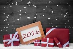 Roter Gray Christmas Decoration, Geschenke, Schnee, 2016, Schneeflocken Stockfotos