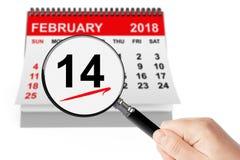 Roter heart-shaped Schmucksachegeschenkkasten und eine rote Spule auf einem Zeichen 14. Februar Kalender mit Vergrößerungsglas Stockbilder
