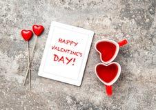 Roter Herz Decorartions-Tee-Schalen-Liebes-Valentinsgruß-Tag Lizenzfreie Stockfotografie