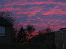 Roter Himmel in den Niederlanden stockbild
