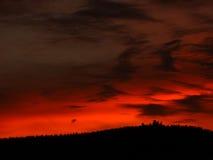 Roter Himmel zur Sonnenuntergangzeit Lizenzfreies Stockfoto