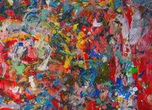 Roter Hintergrund des hellen Designers, mit Abstrichen von Blauem, gelbe, grüne und weiße Farben, Beschaffenheit der Ölfarbe befl Stockfoto