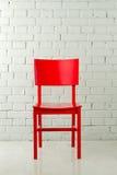 Roter Holzstuhl Stockbilder