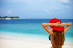 Roter Hut auf dem Strand Stockbild