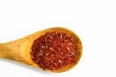 Roter Jasmin-Reis und Schöpflöffel Stockbilder