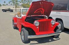 Roter Jeep Kommando Soft Top lizenzfreie stockfotografie