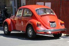 Roter Käfer der Weinlese geparkt Lizenzfreie Stockbilder