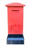 Roter Kasten der Post auf weißem Hintergrund Stockbild