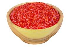 Roter Kaviar in einer hölzernen Schüssel Stockbild