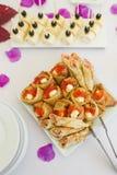 Roter Kaviar mit Pfannkuchen Stockbilder