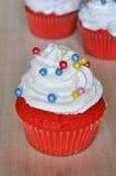 Roter kleiner Kuchen Stockbild