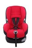 Roter Kleinkindautositz auf lokalisiert Lizenzfreie Stockfotografie
