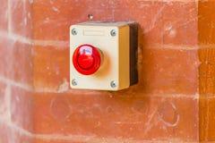 Roter Knopf der Nottürentriegelung Lizenzfreie Stockfotografie