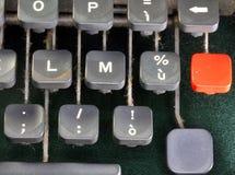 Roter Knopf einer alten Schreibmaschine Lizenzfreie Stockfotos