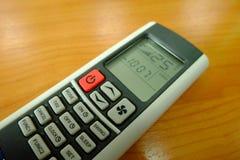 Roter Knopf Luft-bedingte Fernbedienung und 25 Grad Celsius Lizenzfreies Stockbild