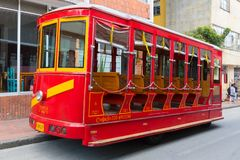Roter Lastwagen Bogotas der alten Straßenbahn stockbilder