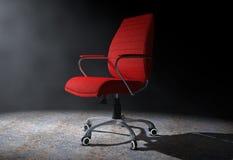 Roter lederner Chef Office Chair im volumetrischen Licht 3d übertragen Lizenzfreies Stockfoto