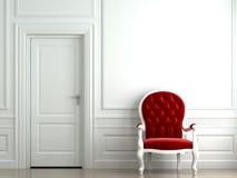Roter Lehnsessel auf weißer klassischer Wand