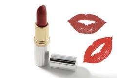 Roter Lippenstift, mit und ein Kussschattenbild Lizenzfreie Stockbilder