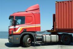 Roter LKW lizenzfreie stockbilder