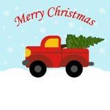 Roter LKW mit Weihnachtsbaum Lizenzfreie Stockfotografie