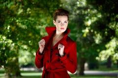 Roter Mantel lizenzfreie stockfotos