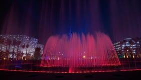 Roter musikalischer Brunnen in Guangzhou Stockbild