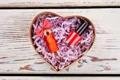 Roter Nagellack und Stift lizenzfreies stockbild